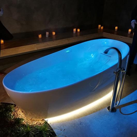 Ванна отдельностоящая TOTO Neorest Flotation Tub PJYD2200PWEE#GW (2200х1050х780 мм)